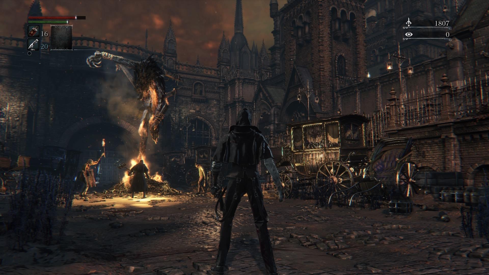 Bestia crucificada y ardiendo en llamas, rodeada de aldeanos en la cacería