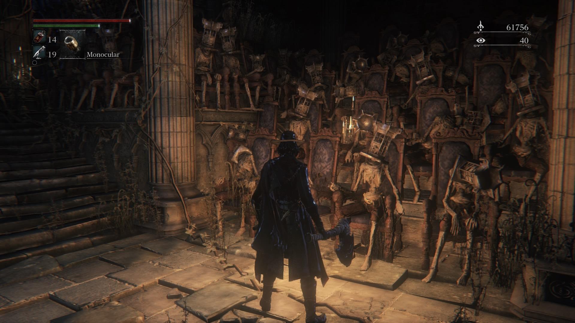 Decenas de cuerpos sentados con jaulas en sus cabezas