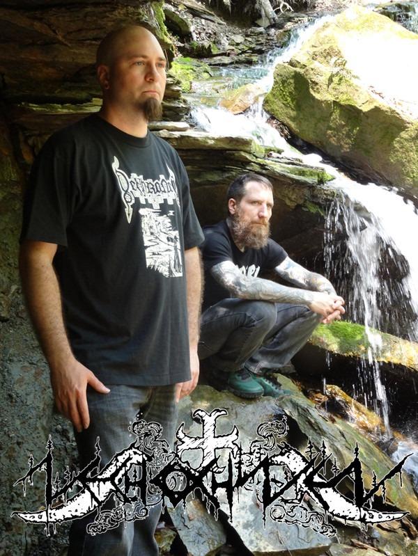 Retrato de la banda, dos hombres blancos Shawnee al lado de una cascada