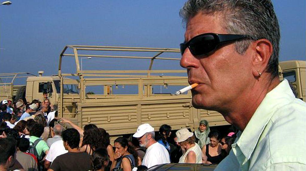 Bourdain siendo evacuado de Beirut